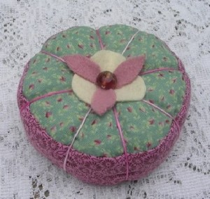 Simple_sparrow_pin_cushion